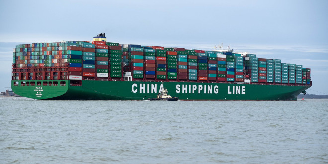 CSCL_Globe_arriving_at_Felixstowe,_United_Kingdom