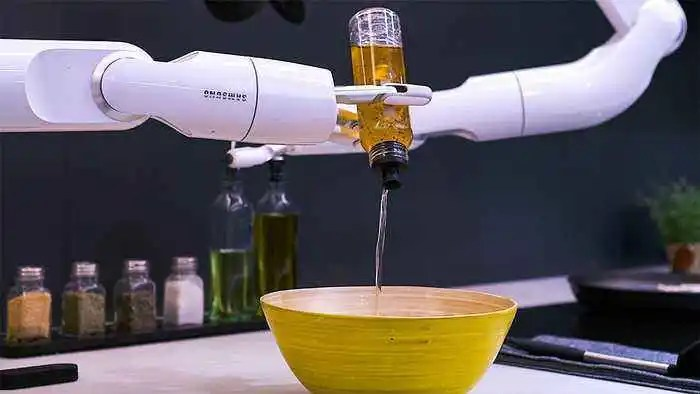Meet The Samsung Bot Chef That Cooks Like A Boss