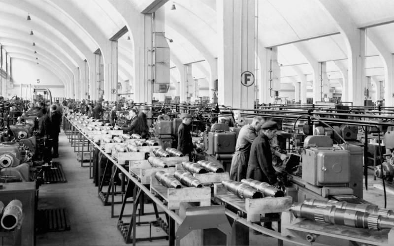 BMW-engine-factory