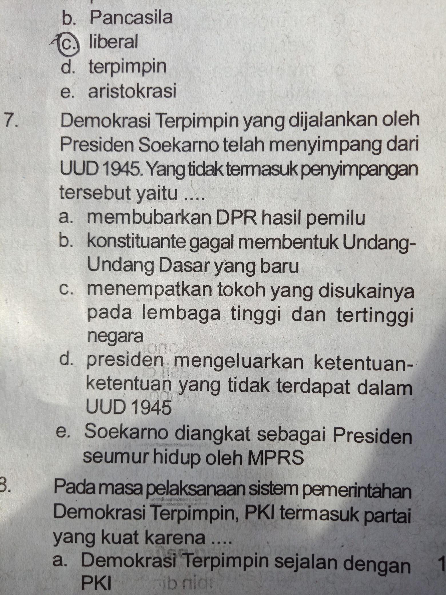 Penyimpangan Pada Demokrasi Terpimpin : penyimpangan, demokrasi, terpimpin, Demokrasi, Terpimpin, Dijalankan, Presiden, Soekarno, Telah, Menyimpang, Tidak, Termasuk, Brainly.co.id