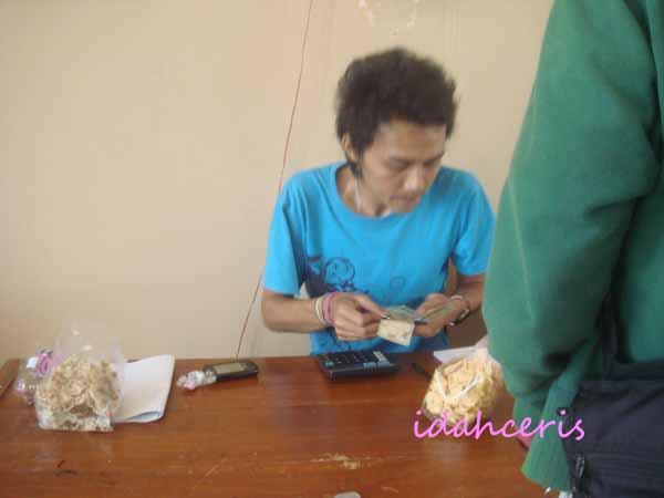 Penjaga Gallery UMKM Banjarnegara