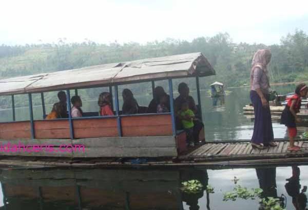 Telaga Menjer dan Perahu Wisata