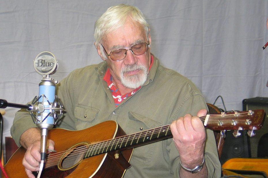 Musician John Thomsen playing folk music