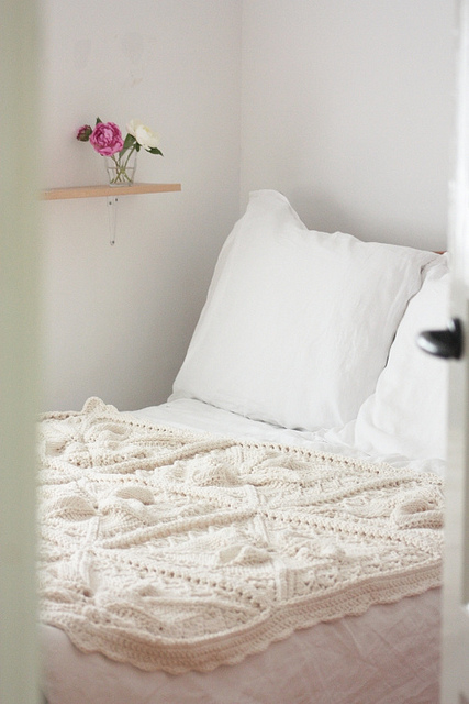 Leaf & lace throw