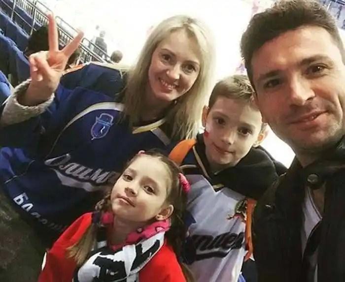 Хабаров Антон с женой и детьми фото