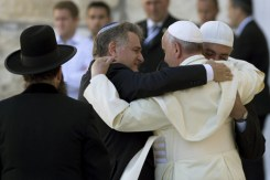 pope-embracing-jews-and-muslims