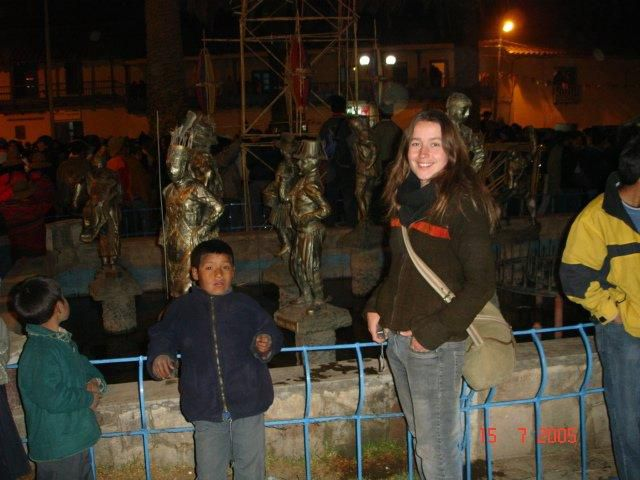 paucartambo devant statues