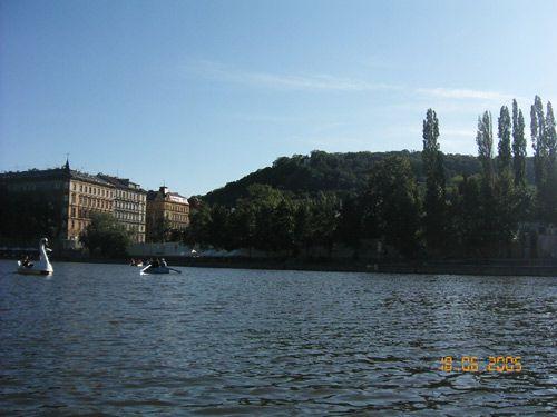 Louer une barque ou un pédalo à Prague pour flâner sur la Vltava 2