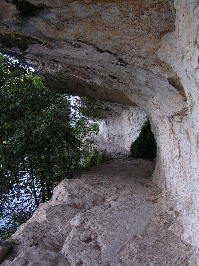 Le Chemin De Halage De Bouzis Saint Cirq Lapopie