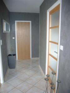 Couloir Gris - Décoration de maison idées de design d\'intérieur ...