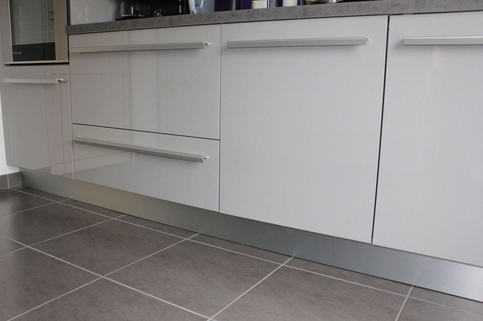 Meuble a epice coulissant ikea maison design for Plinthe meuble cuisine