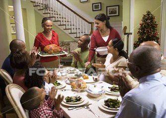 africaine-famille-manger_-BLD068062.jpg