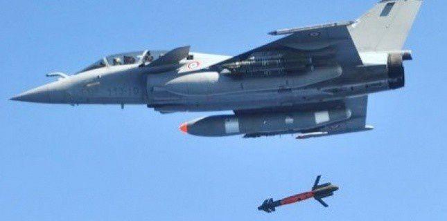 Un-Rafale-tire-un-missile-AASM-de-Sagem--photo--DGA-.jpg