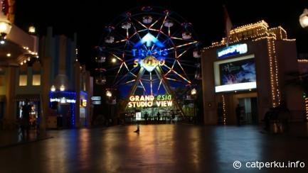 Trans Studio Makassar, the biggest indoor amusement park in asia. Never miss to visit this park!
