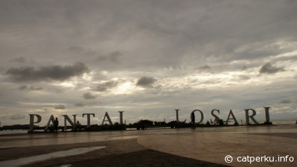 Losari Beach, famous destination in this city. Especially for hanging out ^^