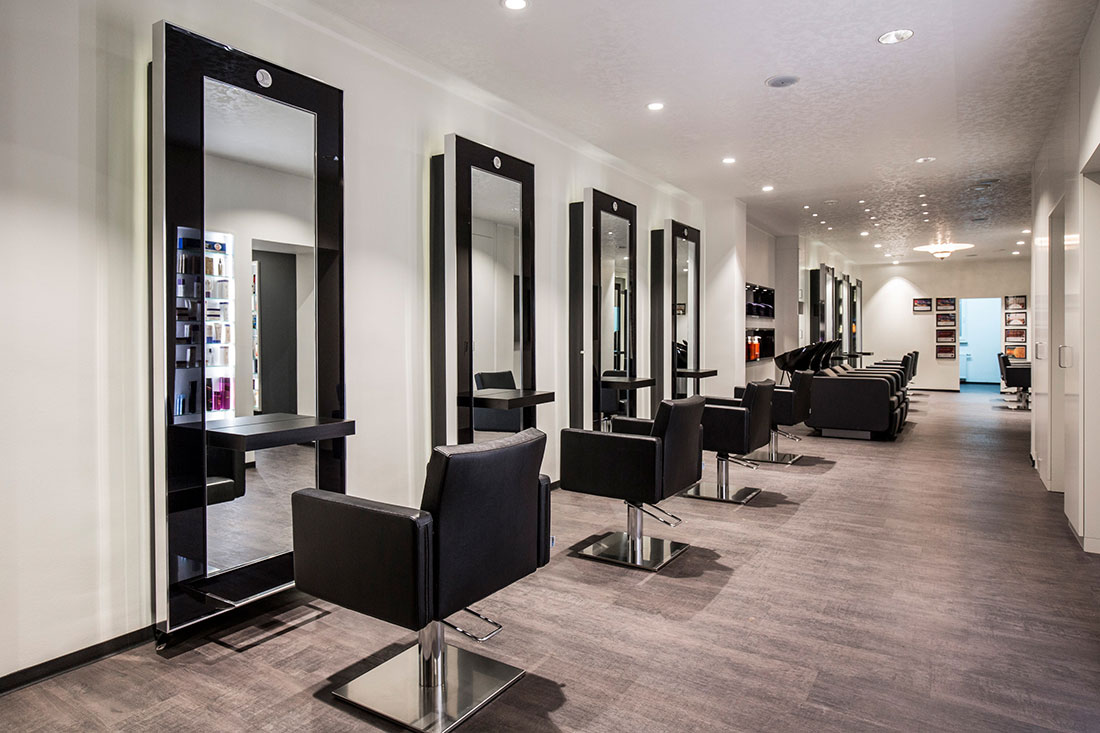 Friseureinrichtung, Friseurbedarf, Friseurstuhl, Friseurspiegel, Bedienplatz, Waschanlage