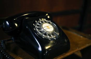 ダイヤル式の電話機