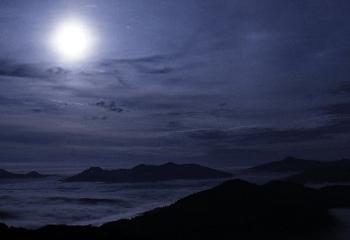 深夜の海辺