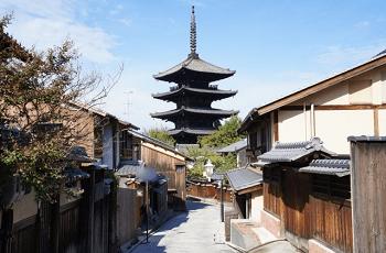 京都の街並みと五重塔