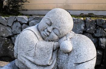 小僧の石像