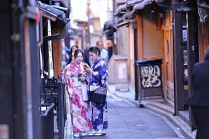 着物姿の二人の女性