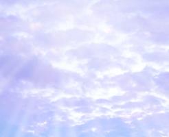 雲の隙間から射す日の光