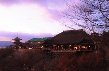 夕暮れ時の清水寺