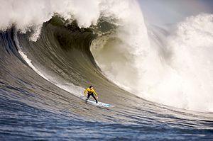 English: Mavericks Surf Contest 2010. Français...