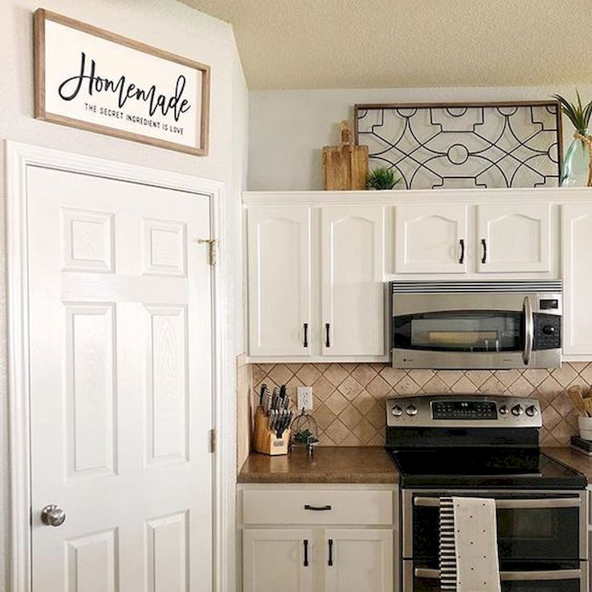 37 Farmhouse Wall Decor Ideas for Kitchen (13)