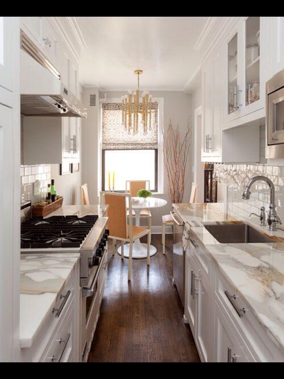 Arredare una cucina stretta e lunga Ecco 20 esempi a cui ispirarsi