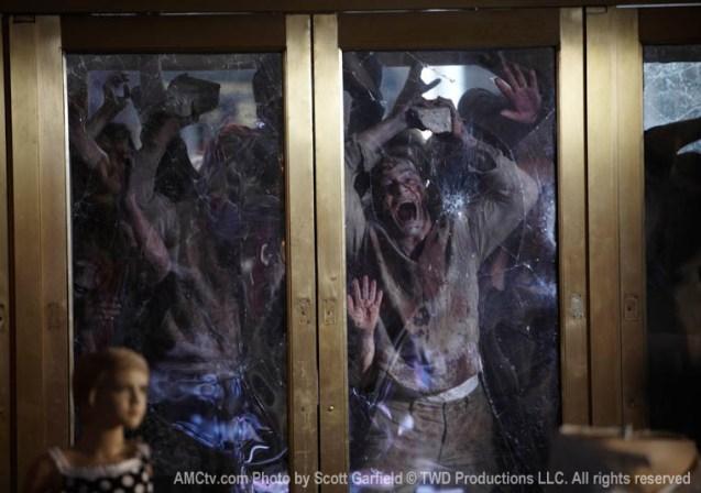 Zombies_attack_door