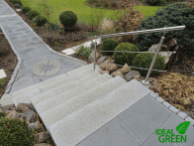 Treppe Granit Weg aus Granitplatten Blick auf die Treppe