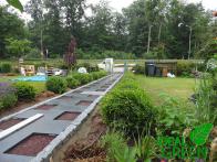 Weg aus Granitplatten Pflasterarbeiten Platten legen 02
