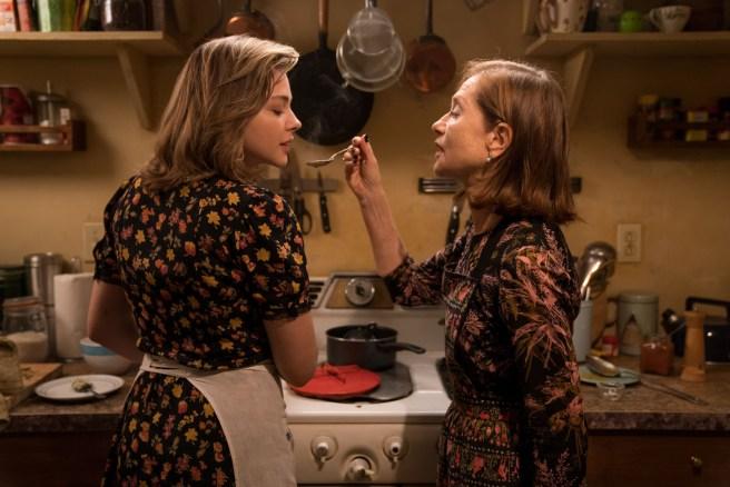 Greta (2018) - Chloë Grace Moretz ja Isabelle Huppert. Kuva: Nigh Visions.