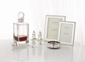 Carrs lahjavalikoimaan kuuluu myös erilaiset tarjoitlu- ja baariitarvikkeet Kuva: Silver Art.