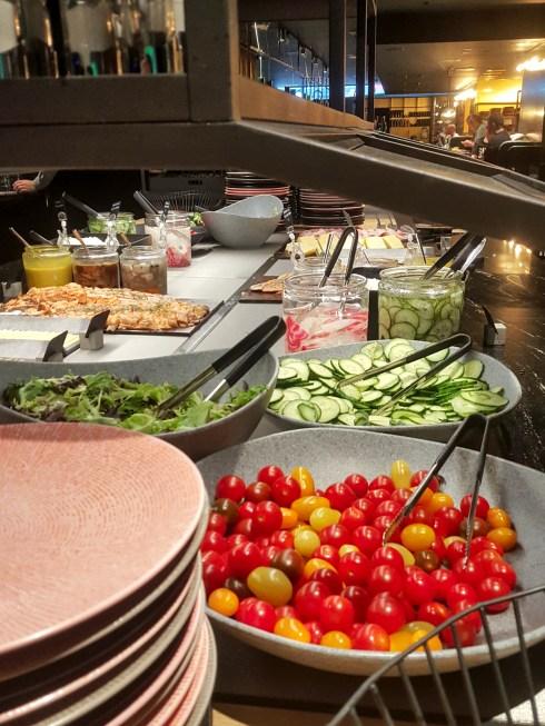 Kuusi Palaa -ravintolan aamiaistarjontaa Hotelli Marskissa.