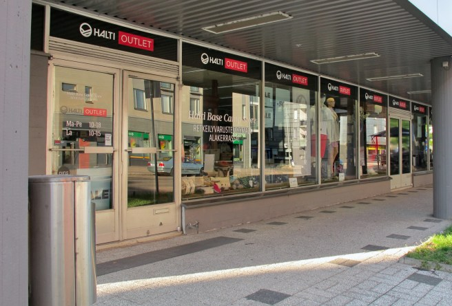 Halti outlet is located in Hitsaajankatu.