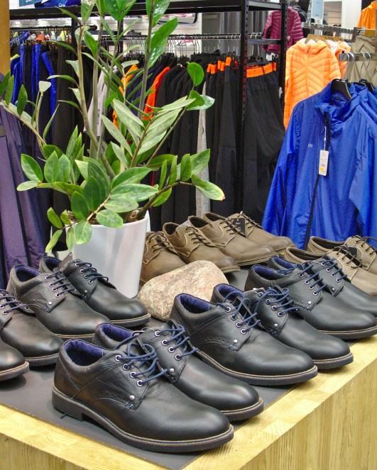 Retkeiiletuotteiden lisäksi Halti Base Camp Storen valikoimissa ovat vaatteet ja jalkineet.