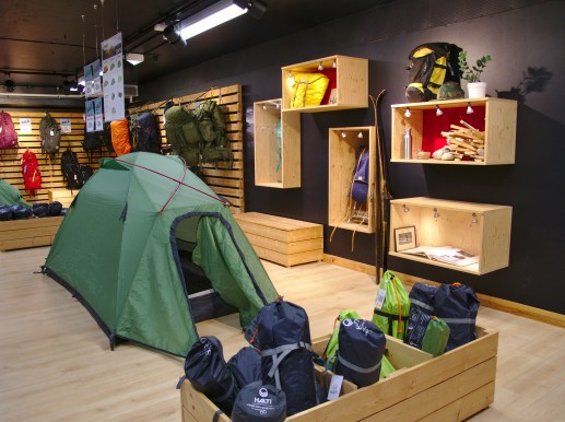 Haltin retkeilyvarusteiden valikoima löytyy Herttoniemen Halti Base Camp Storesta.