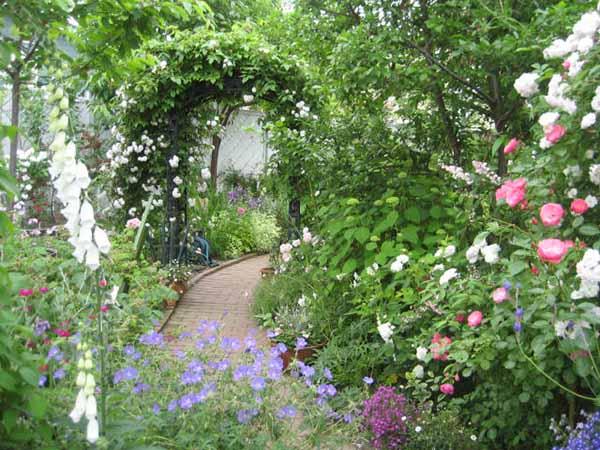 Design av hage og hage med eget håndfoto