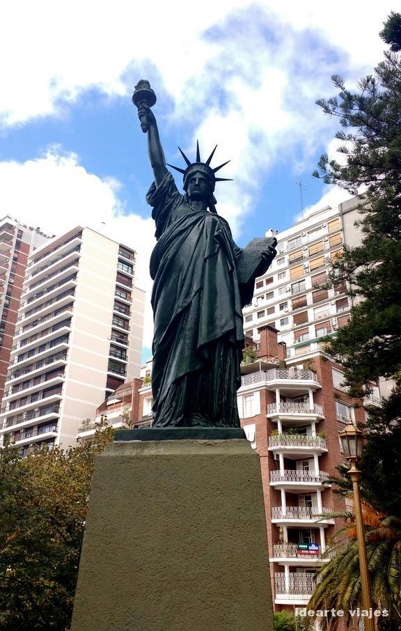 La Estatua de la Libertad porteña, obra de Frédéric Auguste Bartholdi, y réplica de la original de Nueva York