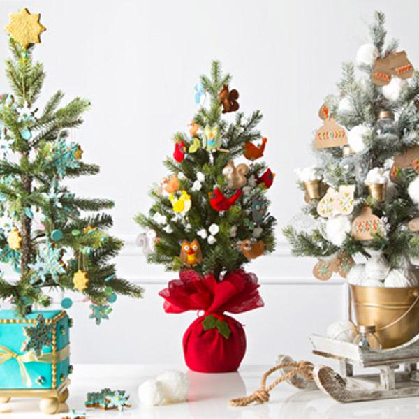 12 Creative Christmas Tree Decorating Ideas Hallmark Ideas Inspiration