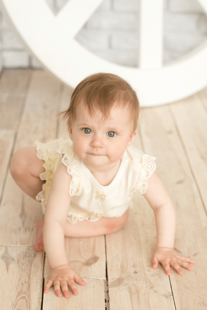 Beautiful Old-Fashioned Baby Names For Girls (With Vintage Charm)