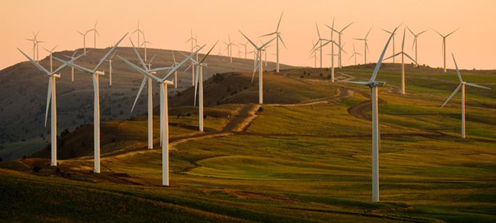 La energía eólica se obtiene al explotar la fuerza del viento y transformarla en electricidad