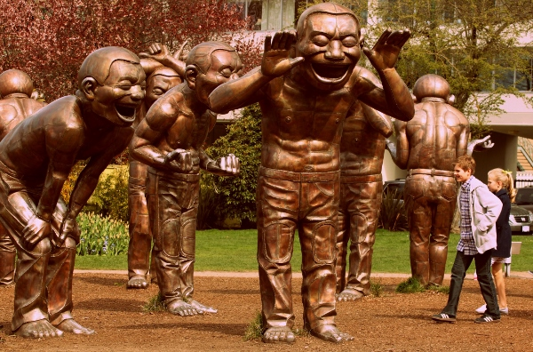 person-people-monument-statue-chinese-smile-682222-pxhere.com (600x396)