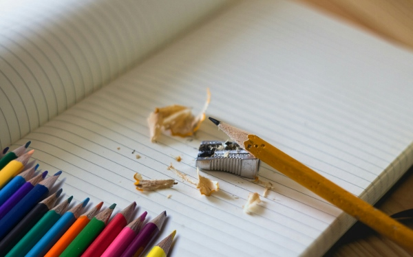 school-back-to-school-paper-color-colored-pencils-1444305-pxhere.com (600x374)