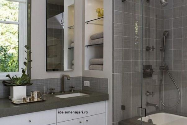 alb cu gri baie