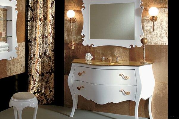 baie alb cu auriu