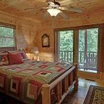 dormitor matrimonial casa de lemn