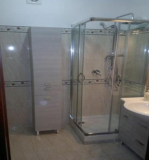 baie cu dus din sticla